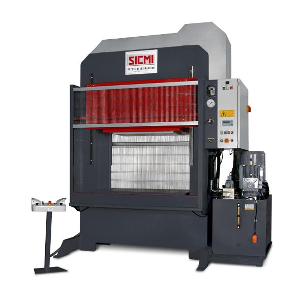 MST – Pressa oleodinamica da stampaggio veloce (125 mm/sec) di SICMI
