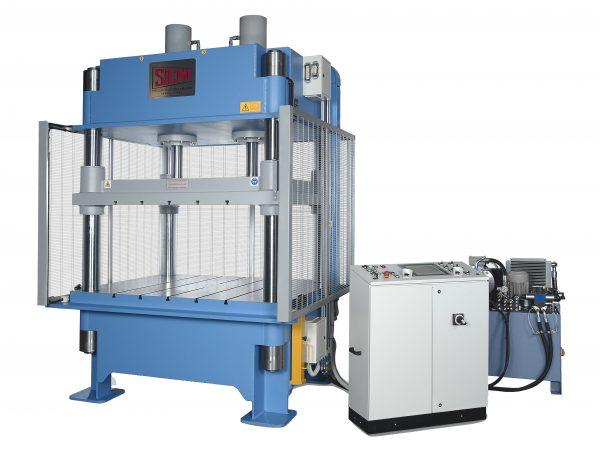 PSQ – Pressa oleodinamica da stampaggio a 4 colonne di SICMI